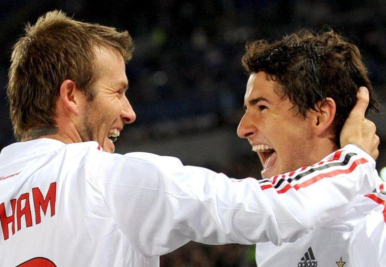 Middenvelder David Beckham feliciteert de Braziliaanse spits Alexandre R. Da Silva Pato met zijn doelpunt tegen AS Roma. Foto EPA/Ettore Ferrari Beeld