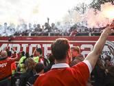 PSV showt kampioensschaal aan uitgelaten menigte