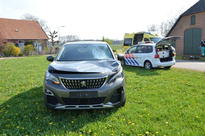 Bij een ongeluk tussen een auto en een fietser in Vorden is een persoon overleden.