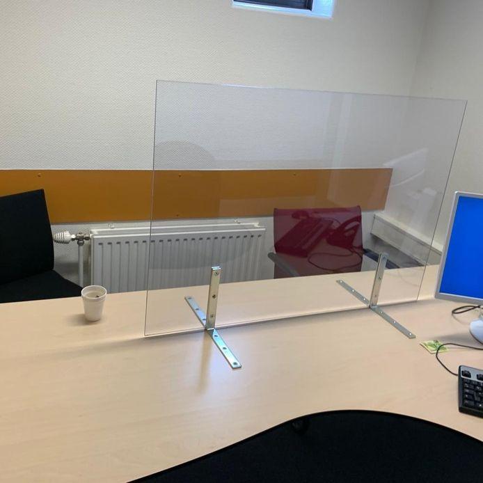 Verhoorkamer op het politiebureau in Amersfoort. De twee stoelen achterin zijn voor de advocaat en de arrestant.