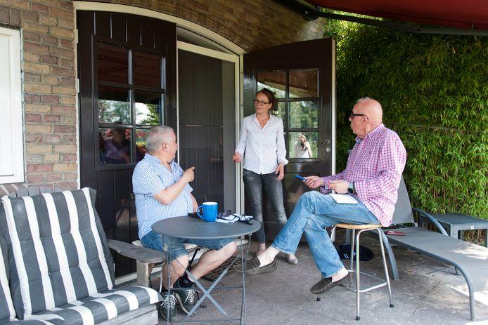 Ralph Kronieger (links) is de nieuwe voorzitter van stichting DagenDoen! Een platform waar welzijnsorganisaties zich bij aan kunnen sluiten om eenzaamheid onder ouderen en statushouders te verminderen.