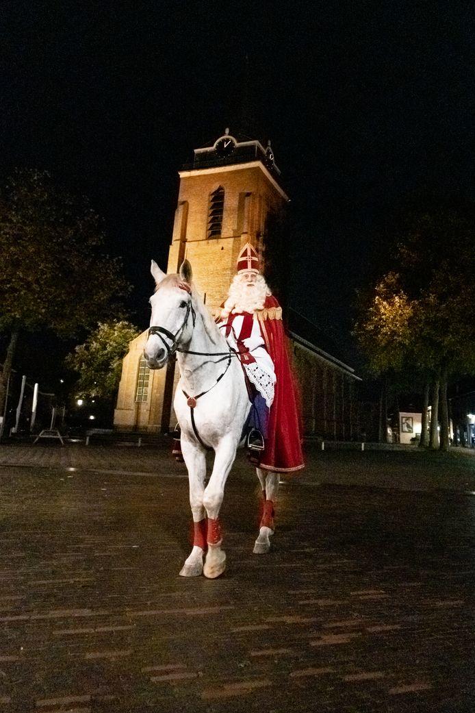 Sinterklaas tijdens de opnames van de korte Sinterklaasfilm 2020 'Sinterklaas heeft een dagje vrij' in Woerden.