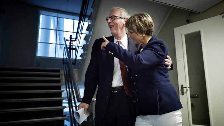 Martine Baay-Timmerman loopt samen met een woordvoerder naar haar werkkamer nadat ze een verklaring heeft afgelegd aan de pers Beeld ANP