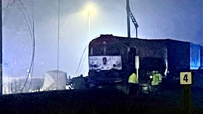 Opnieuw zwaar ongeval met goederentrein aan overweg: truckchauffeur (55) sterft ter plaatse
