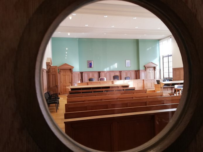 Een zittingzaal van de rechtbank in Kortrijk