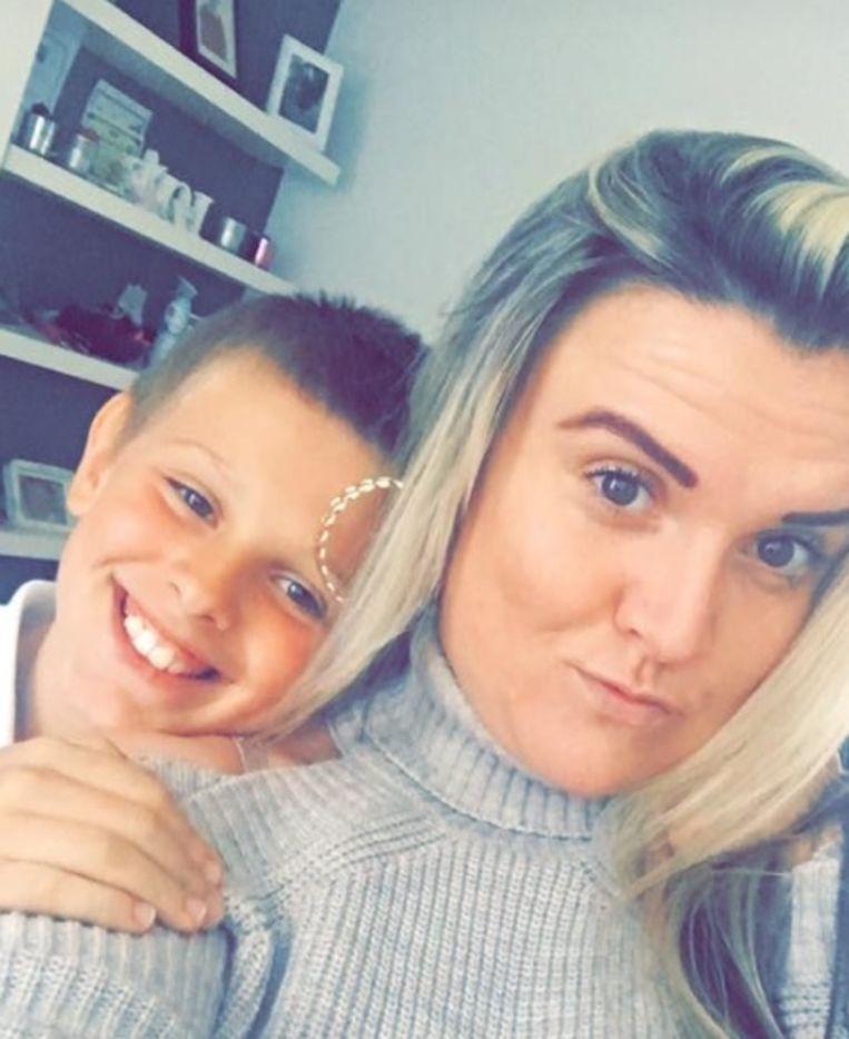 Ashley met haar zoontje.