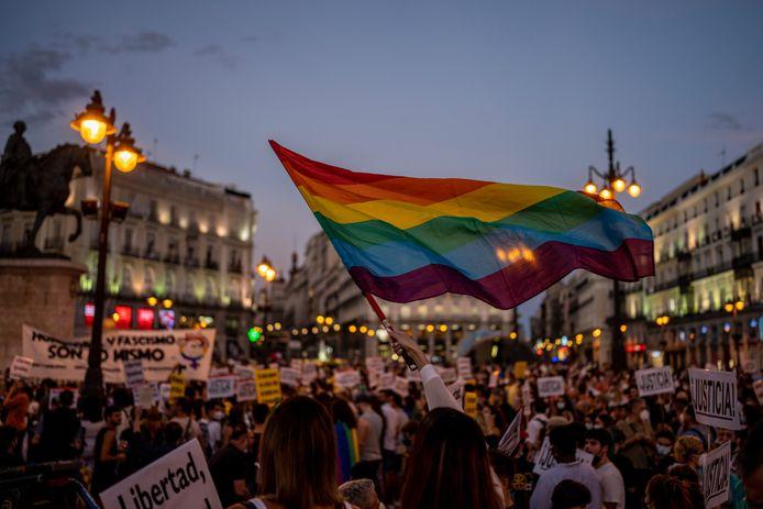 Aangekondigde protestacties zoals hier in Madrid, zijn toch doorgegaan.  Spanje is nog maar  amper bekomen van de homofobe doodslag  op  Samuel Luiz Muñiz (24) begin juni.