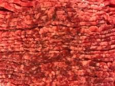 Uitspraak in vleeszaak: werkstraffen en boetes voor verkoop deels bedorven partij aan minima