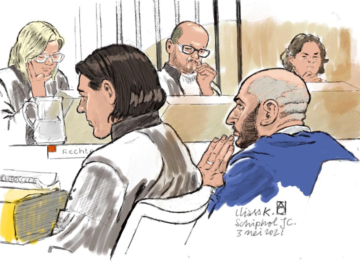 'Moordmakelaar' Iliass K. (op de voorgrond rechts) met zijn advocaat in de rechtbank.