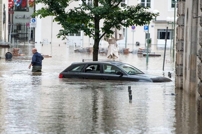 Een straat in Passau staat onder water. Beeld epa