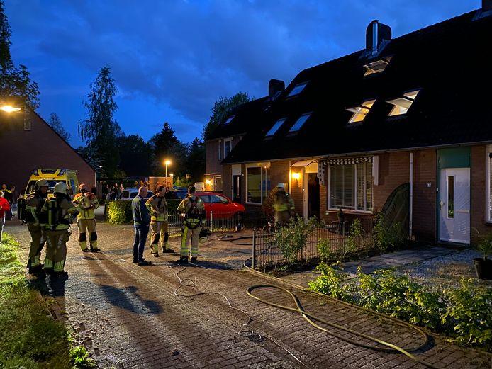 De brand trok veel bekijks van omwonenden.