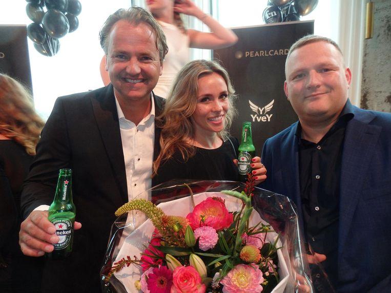 Dirk Lubbers en Nanne van der Leer van Heineken Experience (hold the product!) en Daniël Frankenhuis, van cateraar Yvey en winnaar van de jaarlijkse award. Beeld Schuim