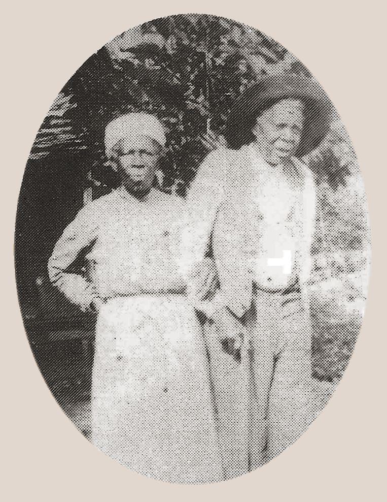 Sally Smith, in Benin geboren als Redoshi, met haar echtgenoot William op een niet gedateerde foto Beeld Hannah Durkin