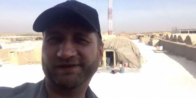 Een Russische huurling vanmiddag in de voormalige Amerikaanse legerbasis van Manbij.