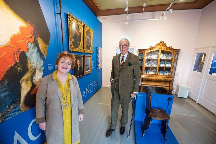 Grootse plannen voor het Stadsmuseum Almelo. Onder de naam Het Stedelijk Museum Almelo wil het museum flink groeien. Aan het roer staan directeur Sigrid Ivo (links) en voorzitter Kees Blok.