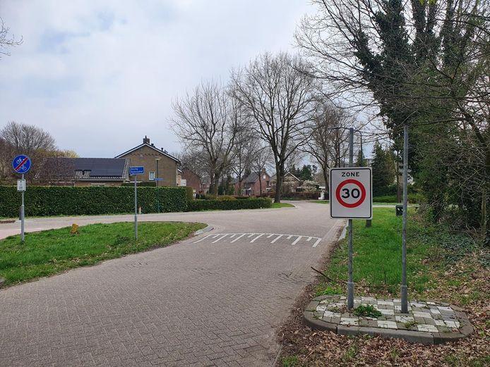 Het plaatsnaambord Riethoven bij de komgrens in de Bisschop Rythoviusdreef is ook verdwenen