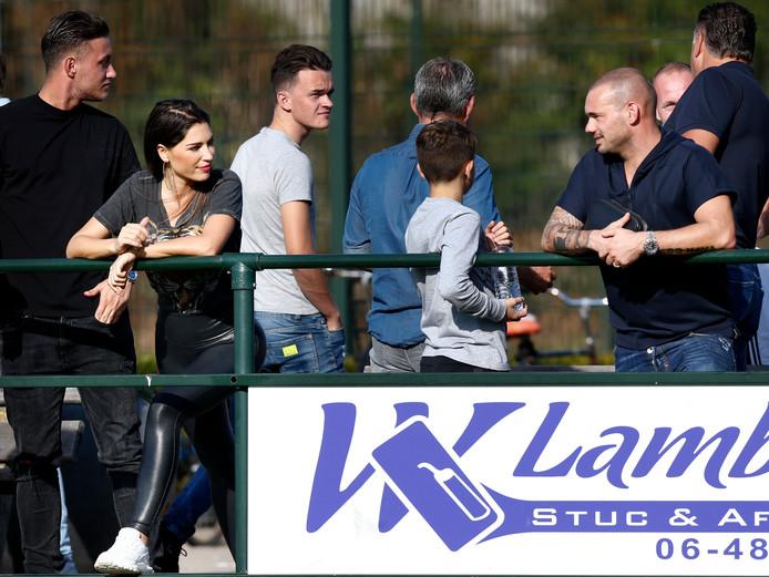 Wesley Sneijder is nog geregeld in Ondiep te vinden. Hij bezoekt regelmatig wedstrijden van DHSC, de club waar hij ooit begon.