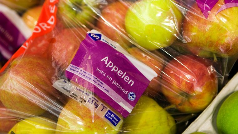 Vooral groenten en fruit worden volgens de actievoerders onnodig vaak in plastic verpakt. Beeld anp