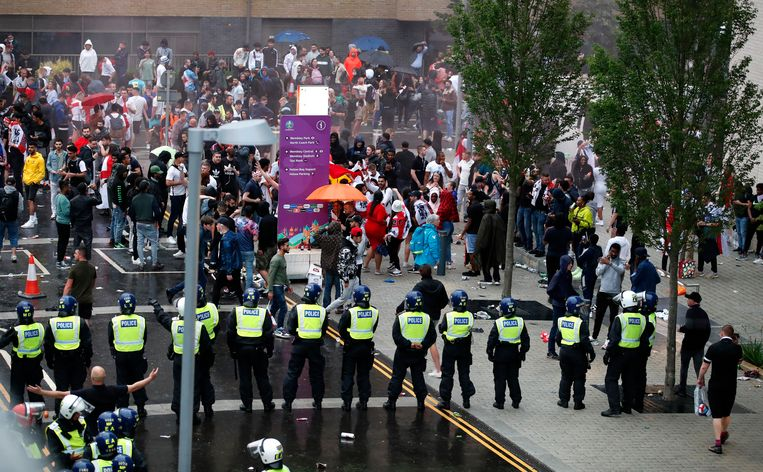 Oproerpolitie aan Wembley. Beeld Action Images via Reuters