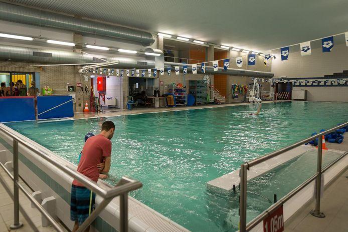 Het zwembad in revalidatiecentrum K7 in het UZ Gent. Vanaf volgende week wordt het voor patiënten iets duurder om hier te komen zwemmen.