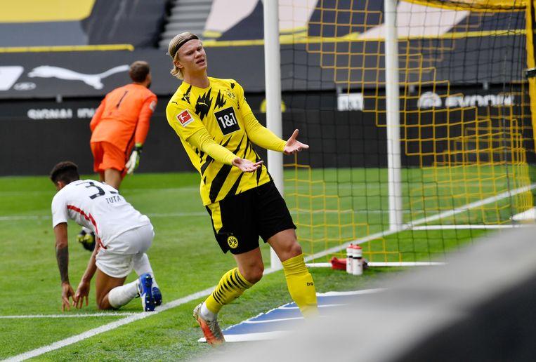 Het lukte de over heel Europa begeerde topspits Erling Haaland zaterdag niet te scoren tegen Eintracht Frankfurt. Mede daardoor verloor Borussia Dortmund in het eigen stadion met 1-2.  Beeld Martin Meissner/Pool AP/dpa