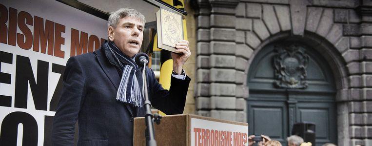 Filip Dewinter twee weken geleden op een Pegida-betoging in Antwerpen. Wanneer verandert de islamkritiek in ordinaire moslimhaat? Beeld Eric De Mildt