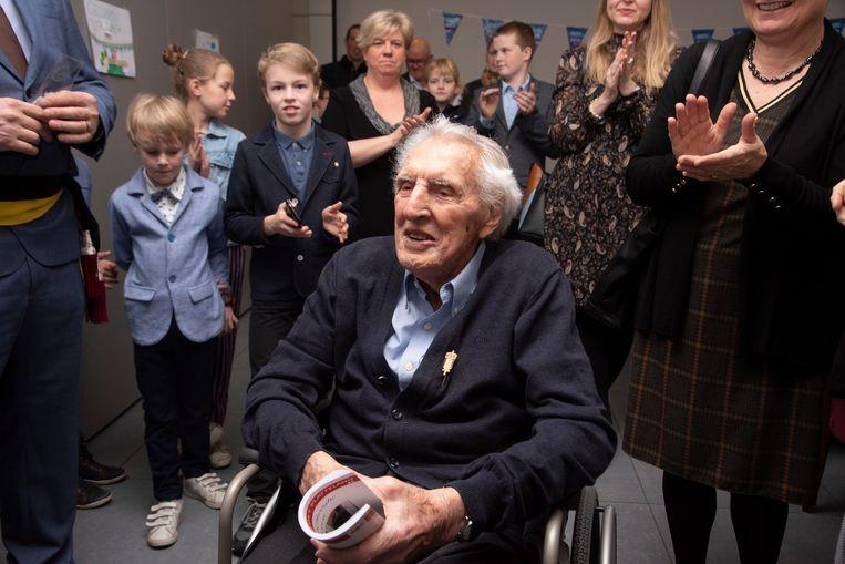 André Dhooghe geniet van de aandacht op zijn 100ste verjaardag.