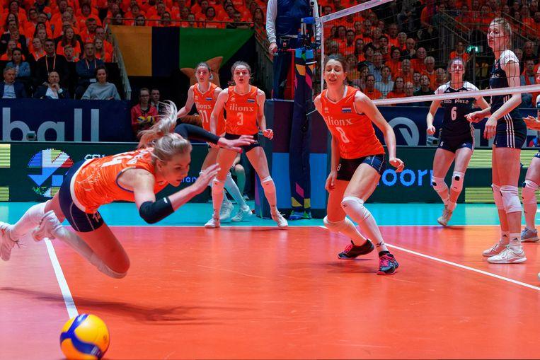De Nederlandse vrouwen grijpen mis, het olympisch kwalificatietoernooi in Apeldoorn eindigde in een deceptie.  Beeld Ronald Hoogendoorn