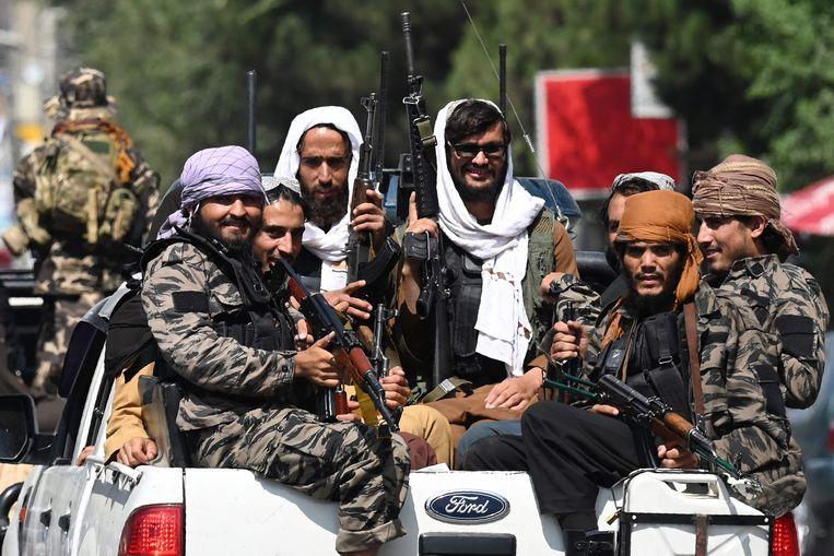 Veel Afghanen vrezen dat de Taliban wraak op hen zullen nemen vanwege hun werk voor de Nederlandse krijgsmacht. Beeld AFP