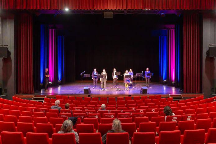 Theater De Meenthe blijft voorlopig nog wel even leeg. Daarom kan het theater op steun van de gemeente Steenwijkerland rekenen.