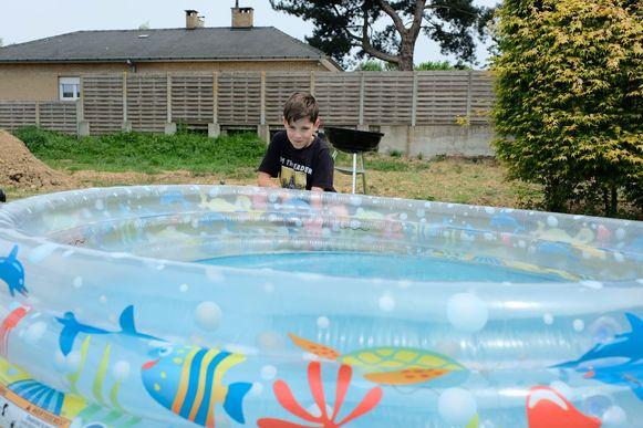 Heel wat mensen vulden gisteren een plonsbadje in hun tuin. Hier staat het al een week klaar met water uit de regenput