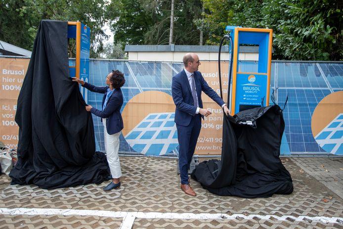 Barbara Trachte et Vincent Van Peteghem lors de l'inauguration des premières bornes ce 15 septembre