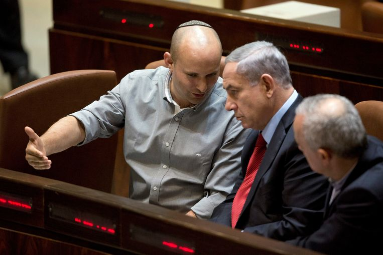 Bennett hielp Netanyahu meerdere keren aan een meerderheid in de knesset, en kreeg daar ook veel voor terug.  Beeld EPA