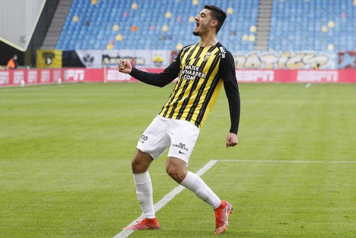 Armando Broja viert de 1-0 tegen PEC Zwolle.