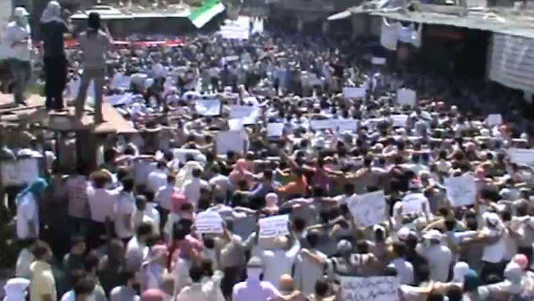 Een still van een filmpje van de protesten dat op Youtube is geplaatst. Beeld afp