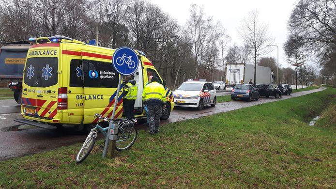 Op de Balkerweg in Ommen werd een fietser donderdagmiddag aangereden.