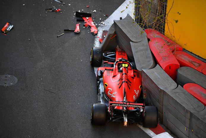 Leclerc zijn Ferrari staat in de banden.