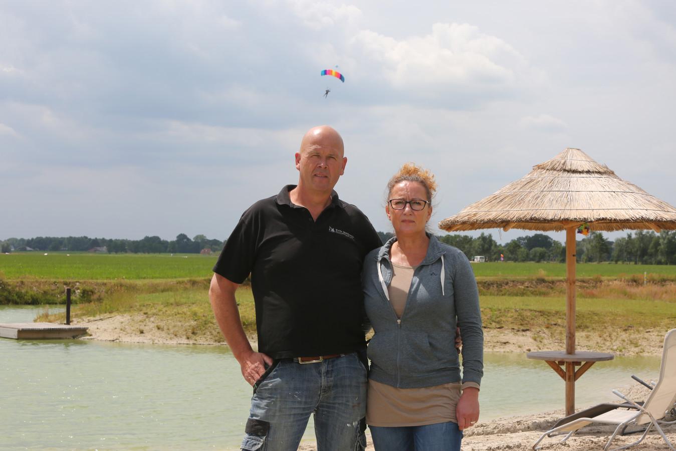 Erik en Anja Veldwijk van camping en theeschenkerij 't Oegenbos.