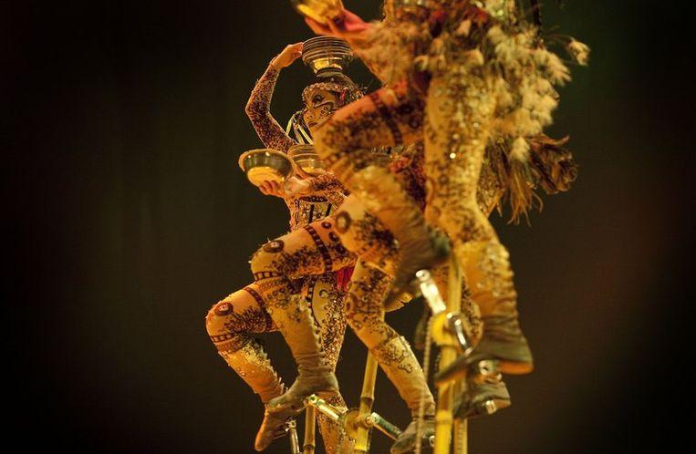 In de Grand Chapiteau van het Cirque du Soleil wordt woensdag een generale repetitie gehouden van de voorstelling Totem die donderdag zijn Europese premiere beleeft in Amsterdam. Beeld null