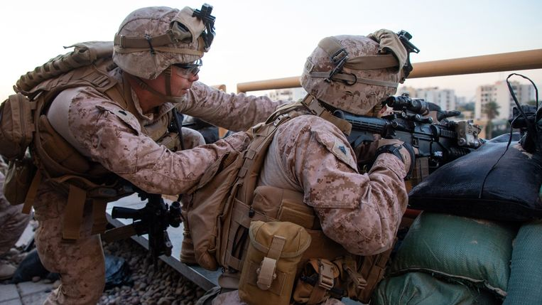 Archiefbeeld. Amerikaanse soldaten bewaken de ambassade in Bagdad. Beeld Photo News