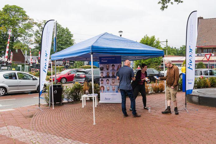 Fivoor wil ziijn zichtbaarheid in Den Dolder vergroten daarom staan ze met een informatie tent in het centrum van Den Dolder. Donderdag 17 juli is er een opendag bij Fivoor.