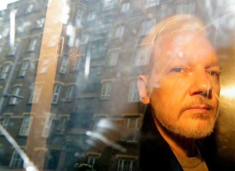 Julian Assange, toen hij vorige maand weggevoerd werd uit de Ecuadoraanse ambassade. Beeld AP