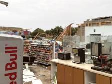 Le toit et les murs d'un magasin arrachés par des vents violents, la marchandise miraculeusement épargnée