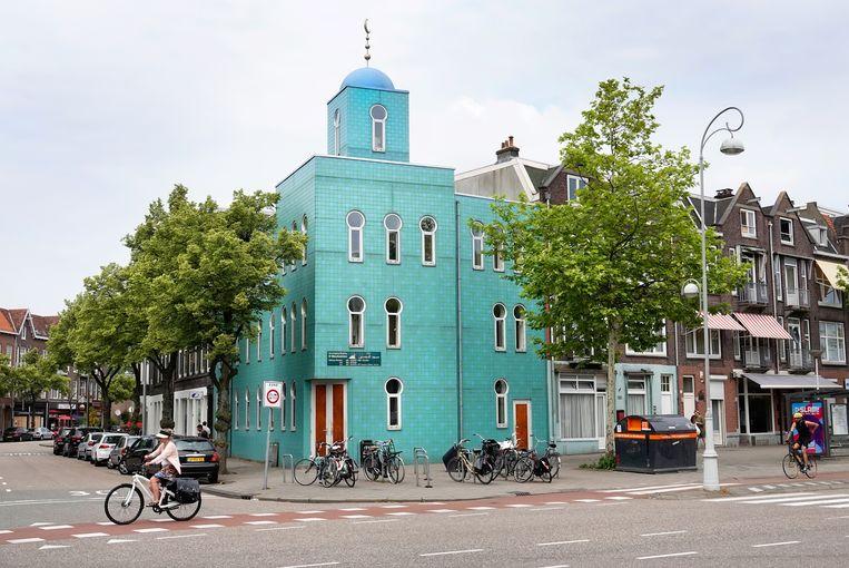 De moskee in Amsterdam-Noord, waarvandaan het slachtoffer vermoedelijk gevolgd werd door zijn belagers.  Beeld Hollandse Hoogte / Berlinda van Dam