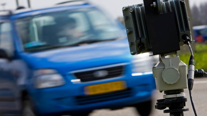 Hoe rijdt het verkeer nu in gemeente Hellendoorn? Zestien camera's leggen week alle kentekens vast
