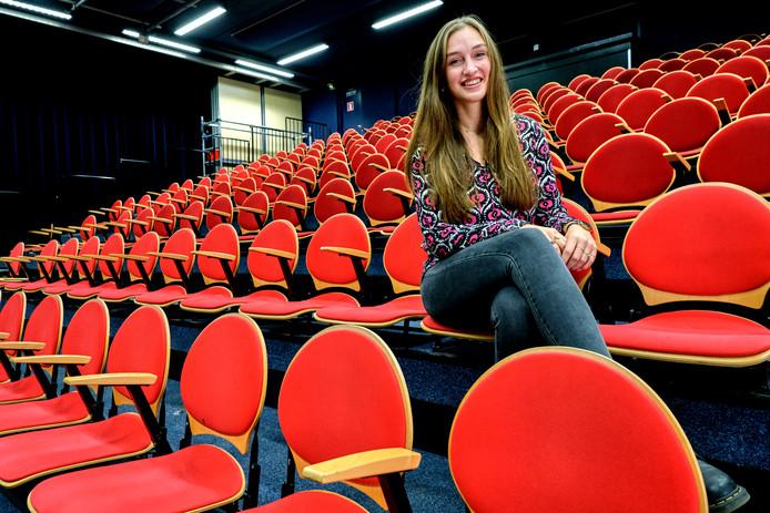 Op vrijdag 6 december geeft de 18-jarige Sam Cordes haar eigen concert, in het theater op haar school.