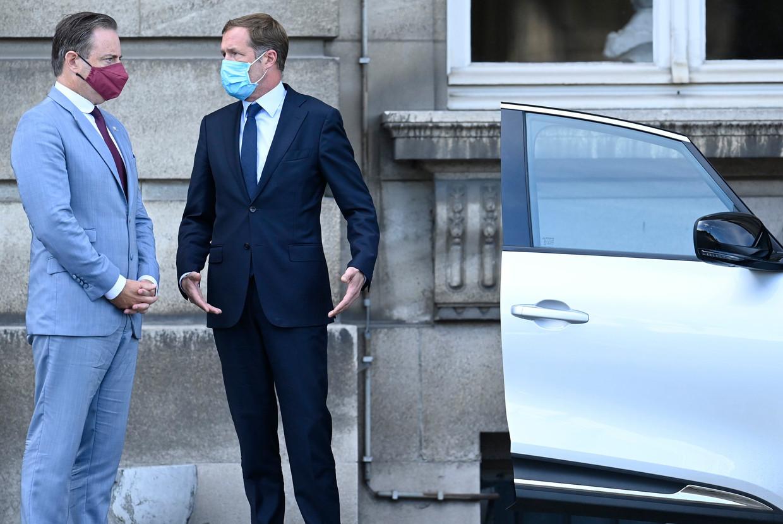 N-VA-voorzitter Bart De Wever zwoer nooit nog 'kasteelonderhandelingen' te voeren met de Franstaligen. Toch is dat exact waar hij nu op aanstuurt, net als zijn PS-evenknie Paul Magnette. Beeld Photo News