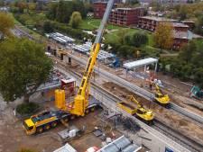 Er staan kranen op het spoor bij Gorinchem en daarom rijden er geen treinen op de MerwedeLingelijn