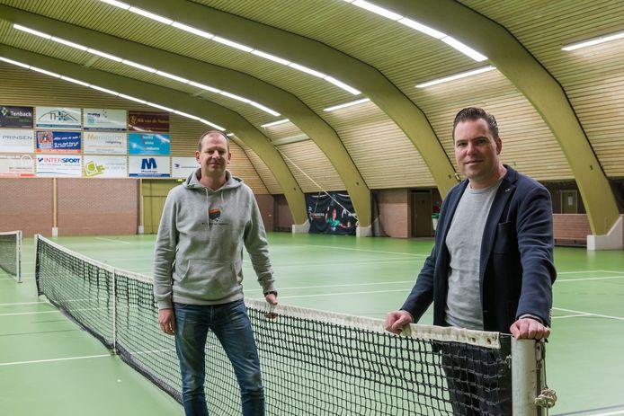 Twan Wijnen (links) en Rutger Smak Gregoor (rechts) stellen hun sporthallen maar al te graag beschikbaar als priklocatie.
