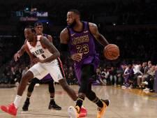 James schittert voor Lakers en passeert Chamberlain